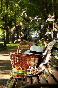 No garden? No problem! Bring your delicious food to the park and enjoy it there!