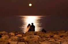 Si la luna lo contase todo, acabaría dando muchas sorpresas.
