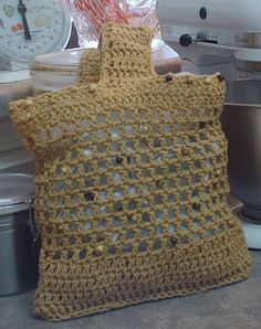 cute bag, but I think I'd line it--the open weave may stretch
