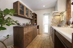 キッチン、食器棚ともにデザインや使い勝手を施主さんと共に1から考えてつくったオリジナルキッチン。