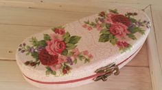 Items similar to Handmade vintage looking pink roses glasses case on Etsy Vintage Looks, Pink Roses, Coin Purse, Trending Outfits, Unique Jewelry, Handmade Gifts, Awesome, Etsy, Products