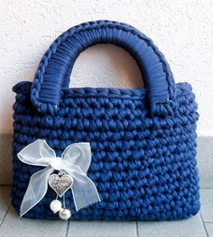 How To Crochet A Shell Stitch Purse Bag - Crochet Ideas Free Crochet Bag, Crochet Shell Stitch, Crochet Motifs, Love Crochet, Crochet Yarn, Crochet Handbags, Crochet Purses, Best Handbags, Purses And Handbags