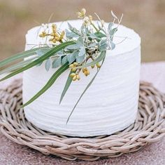#weddingstyling #weddingcake #andthebridewore www.andthebridewore.com