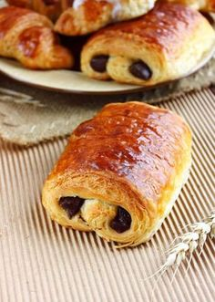 "Tried to order a pain au chocolat in Dunkin Donuts, was met with a blank stare. Later found out they call it a ""chocolate croissant"" Chocolate Croissant, Chocolate Pastry, French Bakery, French Pastries, Croissants, Pan Rapido, Delicious Desserts, Yummy Food, French Desserts"