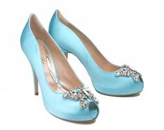 hochzeitsschuhe peeptoe Aruna Seth striking turquoise peeptoe shoe with a delicate silver butterfly pattern for for a bridal queen Fiona Kelly Photography Blue Satin Shoes, Butterfly Shoes, Butterfly Pattern, Designer Wedding Shoes, Something Blue Wedding, Jeweled Sandals, Rhinestone Shoes, Beautiful High Heels, Creative Wedding Ideas