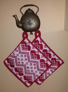 10811656_10203848469625085_1598762137_n Yarn Crafts, Diy And Crafts, Knitting Projects, Knitting Patterns, Christmas Home, Christmas Ornaments, Pot Holders, Knit Crochet, Quilts