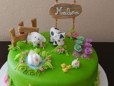 Granja de animales Farm Birthday Cakes, Farm Animal Birthday, Cake Icing, Fondant Cakes, Cupcake Factory, Bolo Minnie, Frozen Birthday Theme, Farm Cake, Fondant Animals