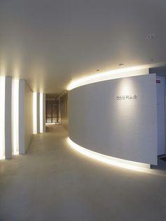 ラララ。 : エントランス Entrance Lighting, Cove Lighting, Office Lighting, Office Entrance, Entrance Design, Office Interior Design, Luxury Interior, Kyoto, Dental Office Decor