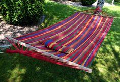 Hammock pre dvoch červený s vankúšom Picnic Blanket, Outdoor Blanket, Outdoor Furniture, Outdoor Decor, Hammock, Beach Mat, Home Decor, Homemade Home Decor, Hammocks
