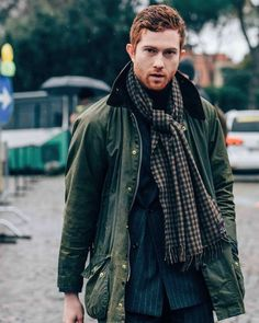 Snap by at Pitti Barbour Beaufort, Jean Délavé, Barbour Jacket, Ginger Men, Winter Fashion Casual, Country Fashion, Herren Outfit, Men Street, Paris Street