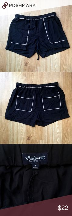 Jet black Madewell shorts cute for the summer ☀️! Jet black Madewell shorts cute for the summer ☀️! Excuse the lighting and the wrinkles 😓 but the shorts are in great condition ! Size small and 100% viscose material  and includes front and back pockets . Madewell Shorts
