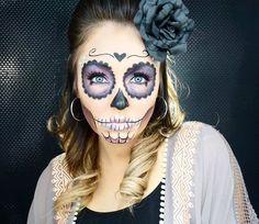 48 Best Sugar Skull Makeup Creations To Win Halloween Halloween Makeup Sugar Skull, Unique Halloween Makeup, Sugar Skull Costume, Halloween Inspo, Sugar Skull Makeup, Fete Halloween, Halloween Looks, Halloween Skull, Vintage Halloween