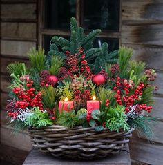 Christmas Urns, Christmas Design, Simple Christmas, All Things Christmas, Christmas Crafts, Xmas, Christmas Flower Arrangements, Christmas Centerpieces, Floral Arrangements