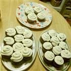 Sugar-Free Frosting Recipe - SO GOOD!  I will make this again.  1 cup milk and 1.34 oz sf vanilla pudding is what I used this time.  Will try other flavors.