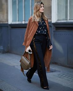 From Danse Lente to the Staud bag of our dreams—check out which affordable designer bags are currently trending at London Fashion Week. Street Style 2018, Autumn Street Style, Street Styles, London Fashion Week 2018, Danse Lente, Classic Trench Coat, Trench Coats, Street Trends, Couture Week