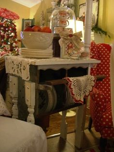 Linda Smith's chicken coop table..(from Cherry Hill Cottage)
