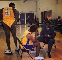 """""""Shaq would show up to practice nude with just shoes on"""" - Phil Jackson // Based on a true story. Funny Nba Memes, Funny Basketball Memes, Funny Humor, Sports Memes, Funny Stuff, Hilarious, Kobe Bryant Family, Kobe Bryant Nba, 1990s"""