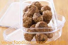 Using a combination of pork and veal mince, makes these meatballs extra tasty. Store any extra meatballs in the freezer for the nights you don't feel like cooking. Meatball Recipes, Pork Recipes, Dog Food Recipes, Yummy Recipes, Veal Meatballs Recipe, Sample Recipe, Recipe Ideas, Sweet Chilli Sauce, Pork Ribs