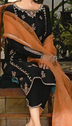 Pakistani Fashion Party Wear, Pakistani Outfits, Indian Outfits, Indian Fashion, Fancy Dress Design, Stylish Dress Designs, Simple Pakistani Dresses, Pakistani Dress Design, Velvet Dress Designs