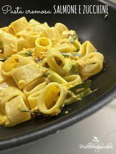 La pasta cremosa salmone e zucchine è un primo piatto facile e veloce, decisamente d'effetto , perfetta da preparare quando abbiamo ospiti all'improvviso...