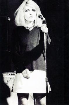 Debbie Harry @ CBGB, 1976 - love her music! Blondie Debbie Harry, Debbie Harry Style, Estilo Rock, New Wave, Music Icon, Before Us, Blondies, Portrait, Girl Crushes