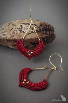 Handwoven macrame earrings, silver 24K gold plated beads, 24K gold plated wire The thin 0.5 mm linhasita thread gives a very fine look to the earrings. Color of thread: burgundy red.