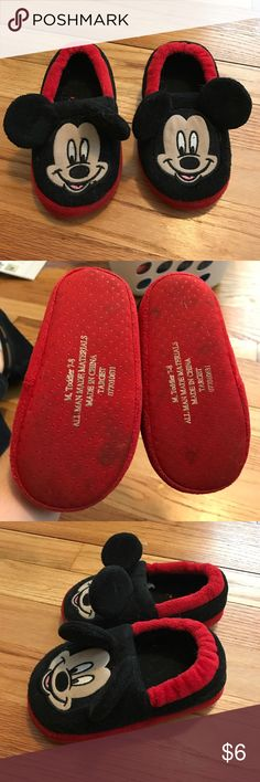 Target Mickey Mouse toddler slippers. Fits 7-8 GUC Mickey Mouse slippers from Target. Size Toddler M (7-8). Target Shoes Slippers