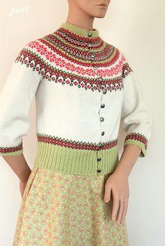 Ravelry: Blomsterbragd pattern by Gitte Bettina Lauridsen - GNIST Loom Knitting Patterns, Knitting Stitches, Knitting Socks, Free Knitting, Knitting Projects, Stitch Patterns, Knitting Tutorials, Cardigan Design, Fair Isles
