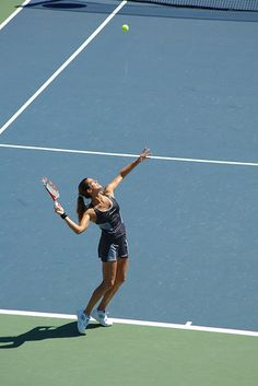 Amelie Mauresmo serving - US Open #tennis #USOpen
