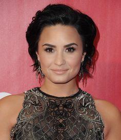 Pin for Later: Laissez ces Célébrités Inspirer Votre Coiffure de Mariée Demi Lovato