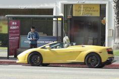 No melhor ponto de ônibus do mundo passa até Lamborghini que dá carona, veja http://www.bluebus.com.br/no-melhor-ponto-de-onibus-do-mundo-passa-ate-lamborghini-que-da-carona-veja/