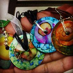 washers and alcohol inks - Bing Images Alcohol Ink Jewelry, Alcohol Ink Crafts, Alcohol Ink Painting, Alcohol Ink Art, Alcohol Store, Jewelry Crafts, Jewelry Art, Jewellery, Jewelry Ideas