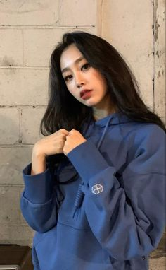 Kpop Girl Groups, Korean Girl Groups, Kpop Girls, First Girl, Boy Or Girl, Multimedia, Seo Jisoo, Woollim Entertainment, Instagram 4