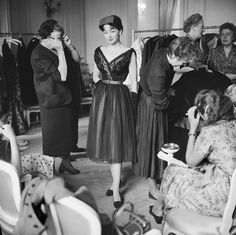 Vintage Glamour, Dior Vintage, Vintage Couture, Mode Vintage, Vintage Dresses, Vintage Outfits, 1950s Dresses, Vintage Style, Christian Dior