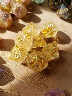Diy Resin Dice, Resin Crafts, Cool Dnd Dice, Dungeons And Dragons Dice, Having No Friends, Monster Mash, Green Glitter, Goblin, Decir No