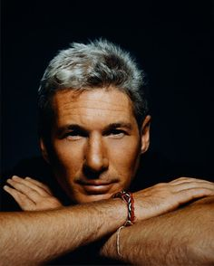 Actor Richard Gere is one of Hollywoods most handsome actors that looks so hot with his silver hair Richard Gere, Famous Men, Famous Faces, Gorgeous Men, Beautiful People, Beautiful Beautiful, Robert Downey Jr., Prince Charmant, Raining Men