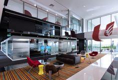 Mit solch einem Büro braucht man zumindest gefühlt keinen Urlaub mehr. Mehr Infos: http://www.werkzeugweber.de/beraten-planen-liefern/ #office #vacation #glass #chair #dish #work #company #team