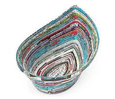 How to Make Newspaper Basket or Bowl Recycled Magazine Crafts, Recycled Paper Crafts, Recycled Magazines, Rope Crafts, Magazine Bowl, Magazine Deco, Magazine Racks, Rolled Magazine Art, Paper Bowls