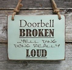 Doorbell Broken, Front Porch Sign, Funny Sign, Funny Decor, Front Door Sign…made me laugh. Do It Yourself Furniture, Do It Yourself Home, Diy Signs, Funny Signs, Funny Garden Signs, Hilarious Sayings, Fun Sayings, Hilarious Animals, 9gag Funny