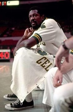 Loved those old Celtics. Still wear those low cut Converse. Celtics Basketball, I Love Basketball, Basketball Legends, Basketball Pictures, Basketball Players, Nba Mvps, Celtic Pride, Bill Russell, Boston Sports