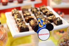 Brownies of the birthday 2nd Birthday, Minions, Brownies, Mickey Mouse, Breakfast, Food, Second Anniversary, Cake Brownies, Meal