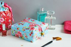 Learn to laminate cotton and make this gorgeous wash bags with the May issue of Sew.