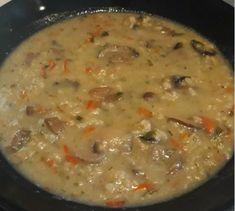 Νηστίσιμη συνταγή για μια νόστιμη μανιταρόσουπα! | ediva.gr Cheeseburger Chowder, Stuffed Mushrooms, Food And Drink, Soup, Cooking, Recipes, Kitchens, Stuff Mushrooms, Kitchen
