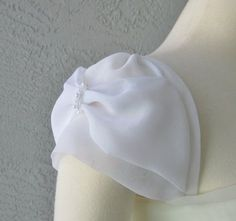 Detachable ivory or white chiffon fabric cap sleeves to add to your wedding dress it can be customizSilk Saree Blouse Designs Blouse Neck Designs Sleeve Designs Blouse Styles Tulip Sleeve Wedding Dress Sleeves Dresses With Sleeves Frocks For Girls Sa Kurti Sleeves Design, Sleeves Designs For Dresses, Sleeve Designs, Fancy Blouse Designs, Blouse Neck Designs, Sewing Sleeves, Blog Couture, Beaded Trim, Fashion Sewing