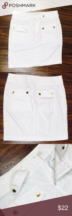 """Michael Kors White Cargo Resort Mini Skirt MICHAEL Michael Kors Sz 2  Pocket Mini Skirt White Gold tone hardware  Snap Buttons w/ zipper closure Unlined  Measurements Length: 17"""" Waist across: 14""""   Condition: Good preowned condition. Has some tarnishing to buttons. No stains or holes. MICHAEL Michael Kors Skirts Mini"""