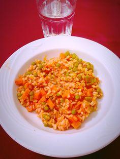 Arroz integral con verduras: Arroz integral con zanahoria, guisantes, judías verdes y tomate al natural