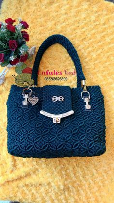 Macrame Jewelry Tutorial, Macrame Purse, Macrame Dress, My Bags, Purses And Bags, Crotchet Bags, Bags 2018, Macrame Patterns, Handicraft