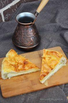 Суперлегкий сырный пирог к утреннему кофейку ! Этот пирог очень утренний и очень кофейный друг! Так приятно достать его из духовки к завтраку в тесном семейном кругу и отламывая мягкие теплые кусочки…