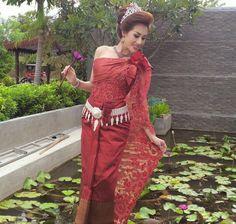 Khmer wedding ,beautiful Cambodian Wedding Dress, Khmer Wedding, Thai Traditional Dress, Traditional Wedding, Thai Brides, Wedding Outfits, Wedding Dresses, Wedding Inspiration, Wedding Ideas