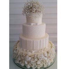 Lindo bolo de casamento! !! #coisasdemarilza #mainhaarrasamuito #bombocadobolosfinos #bombocado #feitodeacucar